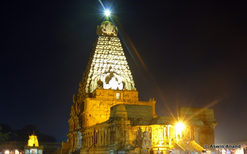 Night shot of the Main Gopuram