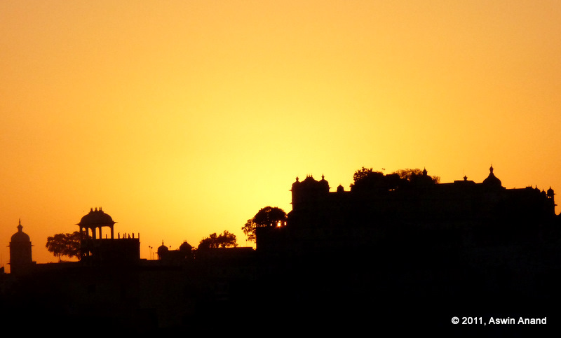 Sunrise in Udaipur with silhouette of Udaipur Palace